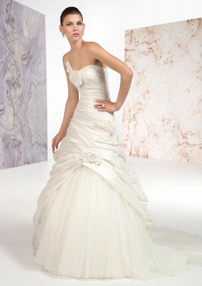 Výprodej svatebních šatů - Claudine 7233, ivory 38 - 40, cena 8.000 Kč