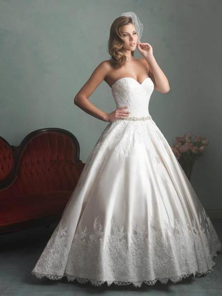 7c80177b91ec Hladam svadobne a spoločenské šaty na vyšku 181cm....