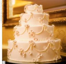 svadobna torticka s troskou 'pompeznosti' :)
