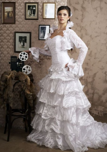 Už to je takmer realita - moje šaty na modelke ..bohužial mam velkú fotku a neda sa vložiť...