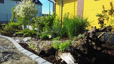 Už se konečně blížíme do přední části zahrady :)