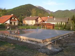 Hotovo  - 15 cm betónu ( 22m3)