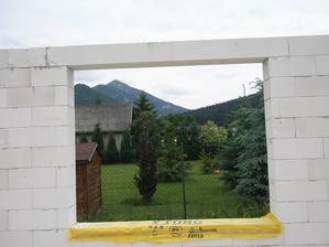 výhľad s jedálne aj keď s plotom ale to vyriešime :)