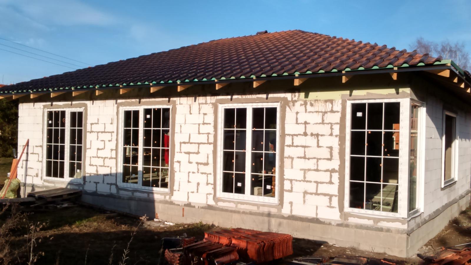 Náš nový domov - dnes nám prišli namontovať okná. Už sa to rysuje :)