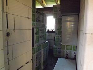 jedna izba na prasknutie, ešte 12 balíkov sa sem musí zmestiť :)