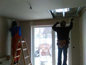 .........pomáha aj syn.Pracuje celá rodina. :-)
