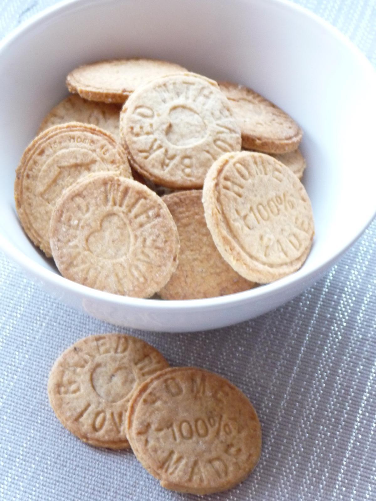 Z mého kuchařského deníku - zkouška razítek... skořicovo-oříškové sušenky