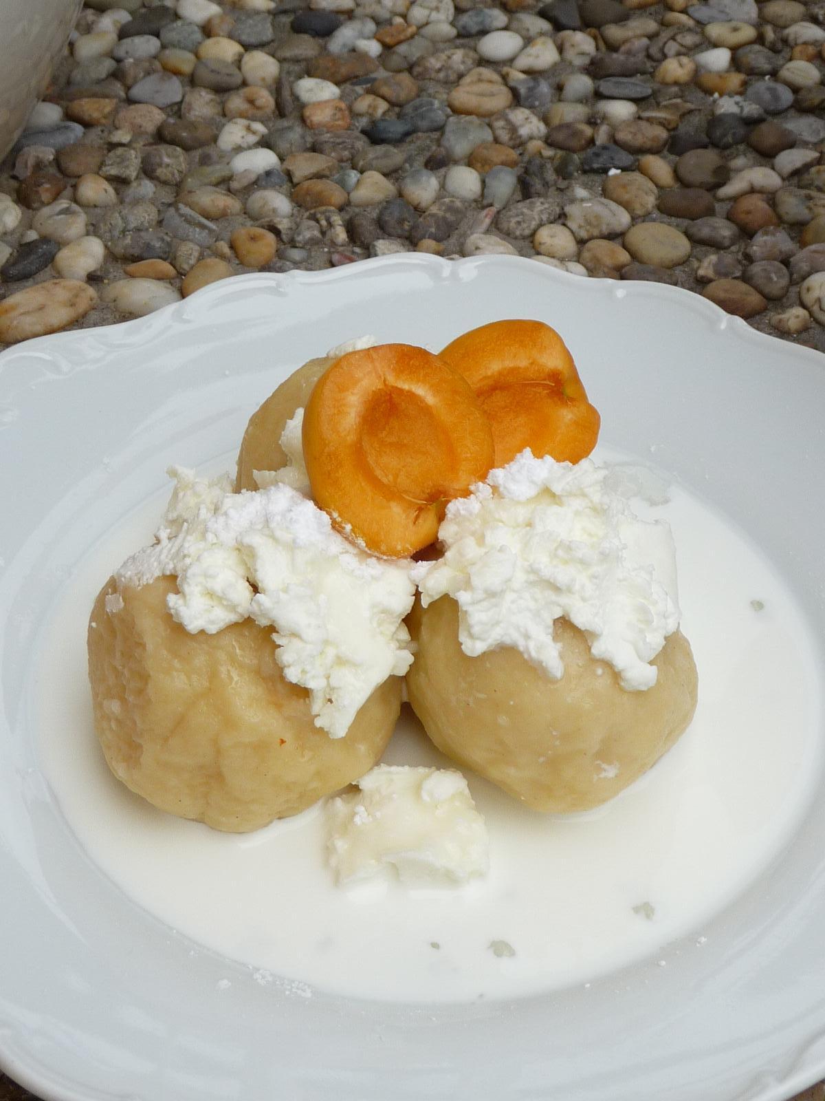 Z mého kuchařského deníku - tvarohové knedlíky s meruňkama