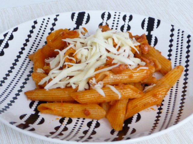 Z mého kuchařského deníku - Večerní rychlovka- těstoviny s rajčatovou omáčkou a cuketkou.