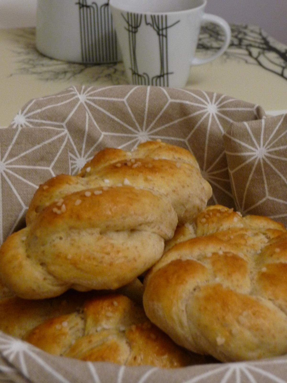 Z mého kuchařského deníku - Dneska jsem zkusila upéci houstičky z podmáslí a přidáním celozrnné pšeničné mouky.