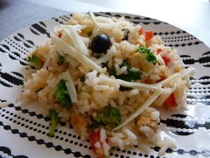 rizoto s rajčaty,brokolicí,olivami a tofu