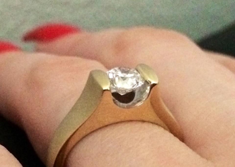 Svadba 26.09.2015 - Moj zasnubak s diamantom.. snubenec sa poriadne klepol po vrecku :-)