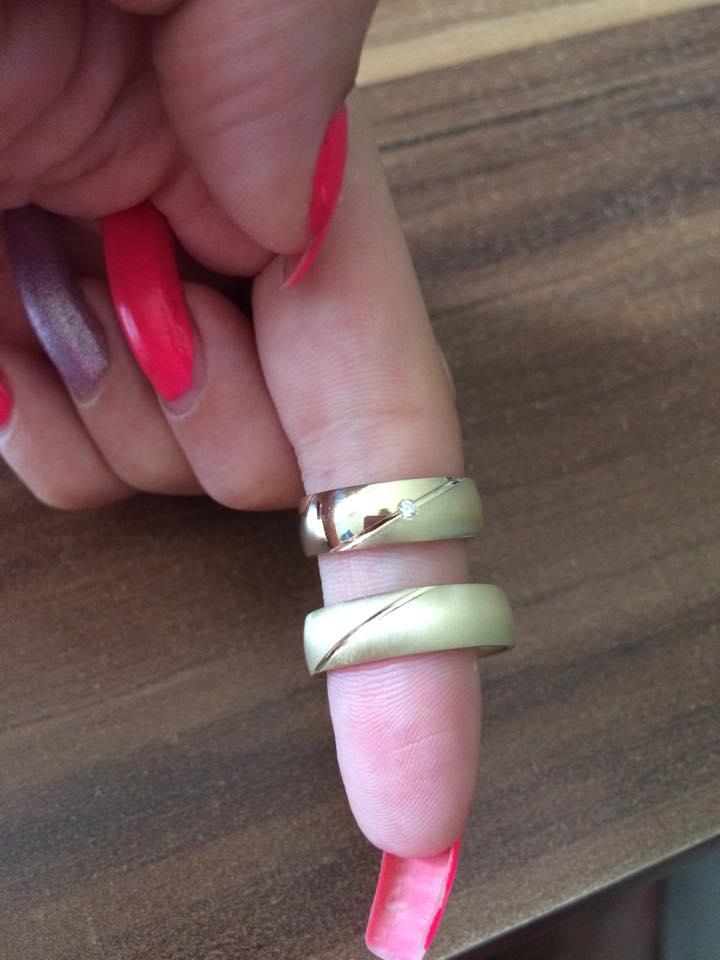 Svadba 26.09.2015 - Zlte zlato v kombinacii leskle-matne (dopasovane k snubnemu prstenu) s diamantom :-)