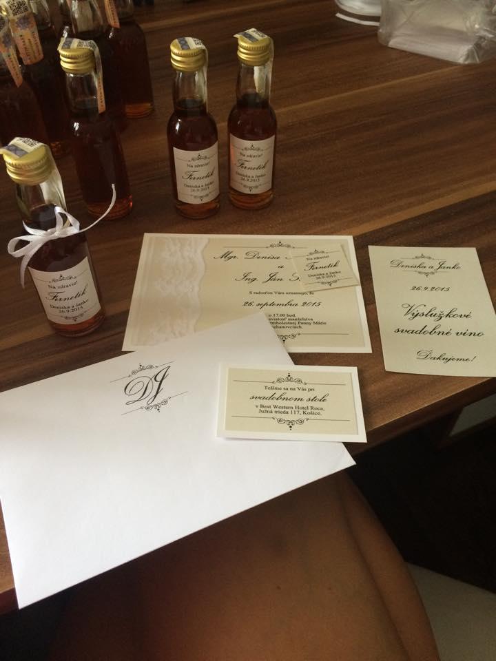 Svadba 26.09.2015 - Rucne vyrabane svadobne oznamenia u jednej kocky kt. sa tym zaobera :-)