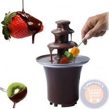 Cokoladova fontana s ovocim na candy bare nesmie chybat :-)