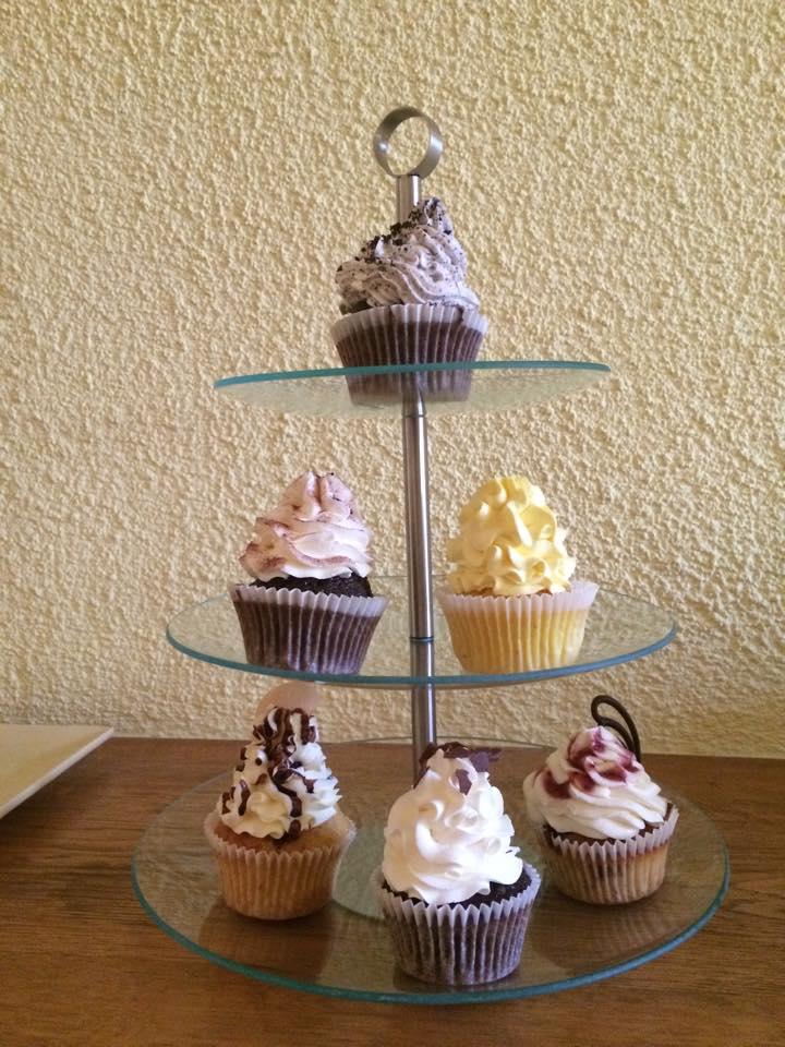 Svadba 26.09.2015 - Kupila som si stojan na muffinky.. a tiez tieto muffinky boli kupene na ochutnavku :-)