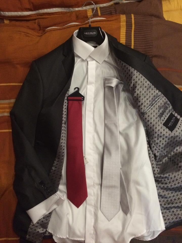 Svadba 26.09.2015 - Zenichove sive sako s koselou na manzetove gombiky a kravaty:-)
