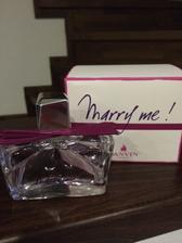 Ospevovala som tento parfem a drahy mi ho kupil :-) inak vraj sa tieto vonavocky prestavaju vyrabat.. Tak sup sup zienky kupovat na svadbu kym je :-))