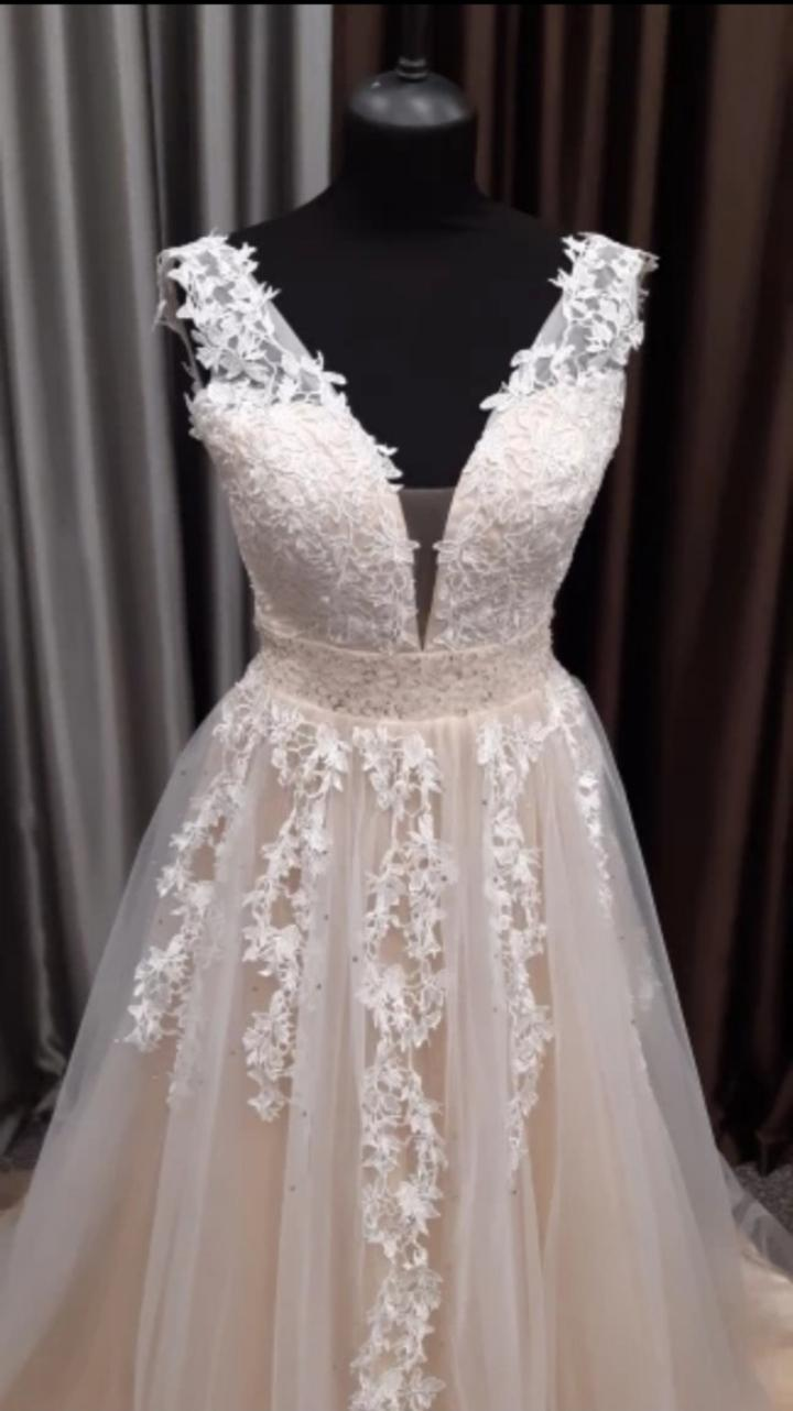 Svadobné šaty s krajkou - Obrázok č. 1