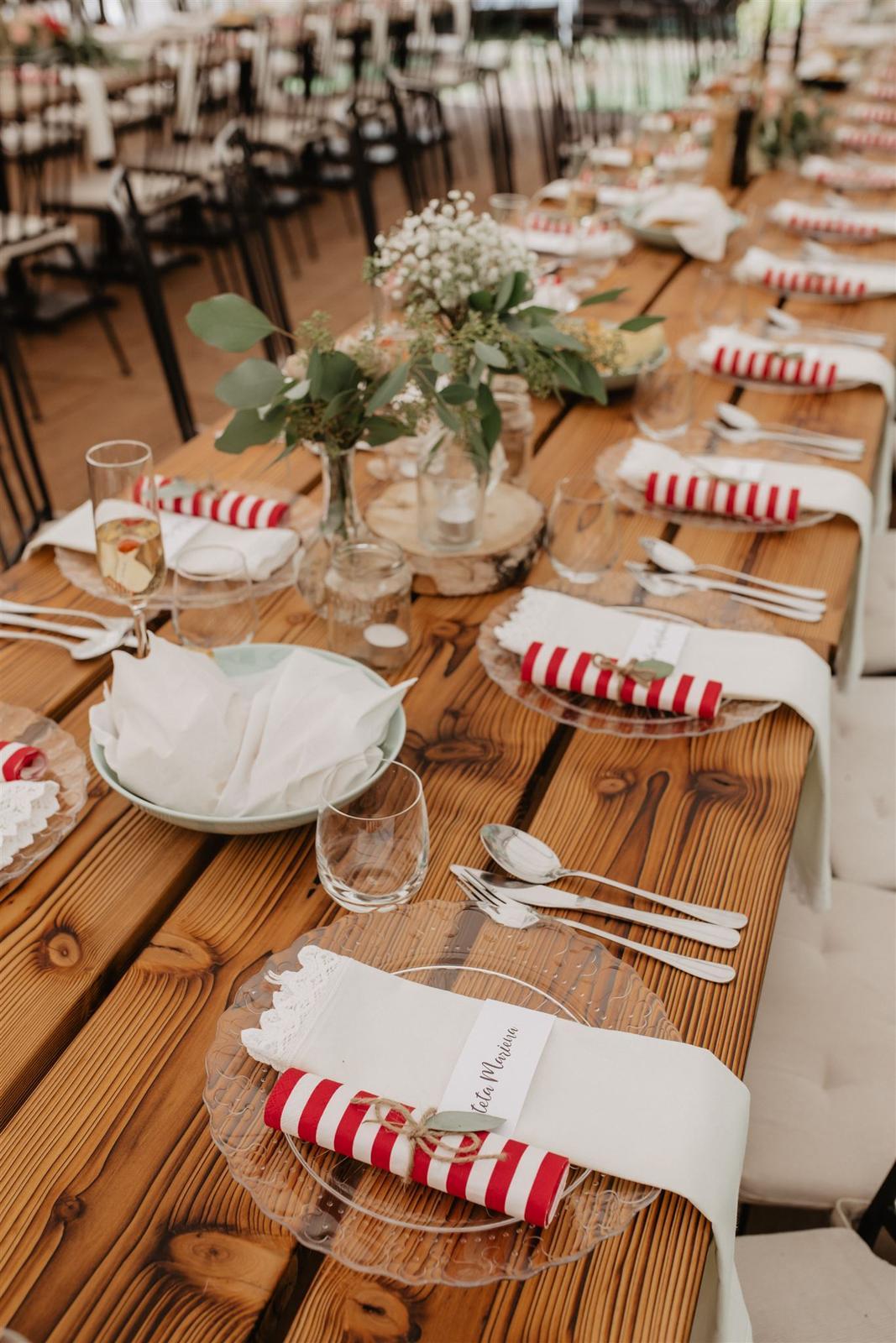 Krásna a romantická svadobná party v záhrade reštaurácie Bistra Dukát - Le Gout v srdci B. Bystrice. - Obrázok č. 10