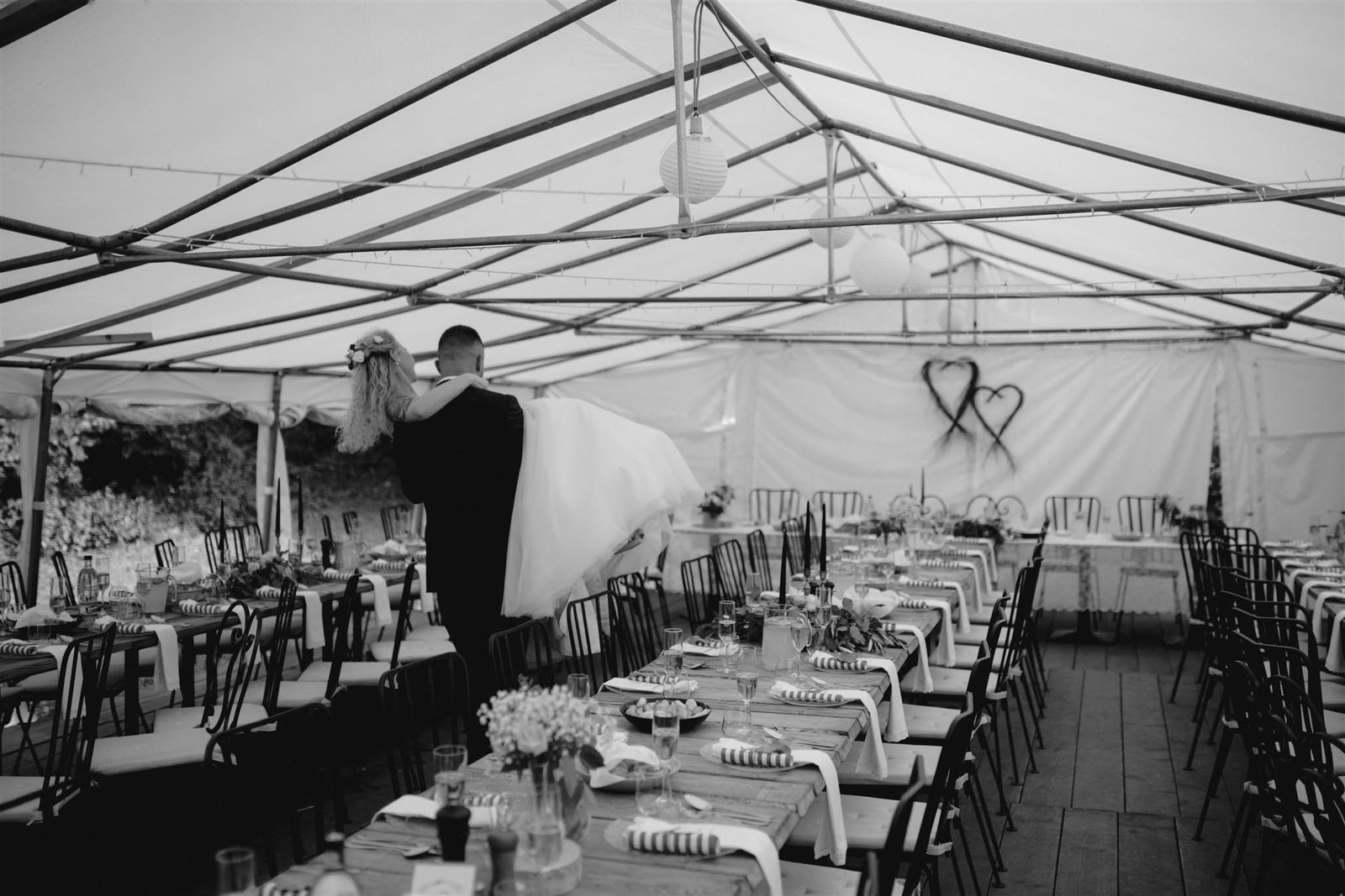 Krásna a romantická svadobná party v záhrade reštaurácie Bistra Dukát - Le Gout v srdci B. Bystrice. - Obrázok č. 16