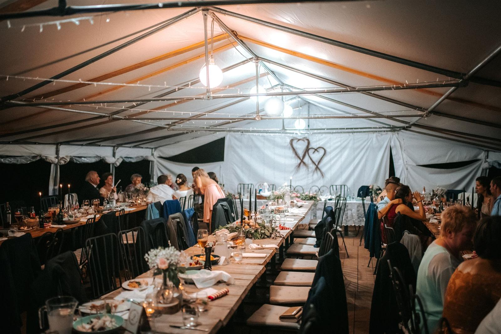 Krásna a romantická svadobná party v záhrade reštaurácie Bistra Dukát - Le Gout v srdci B. Bystrice. - Obrázok č. 19