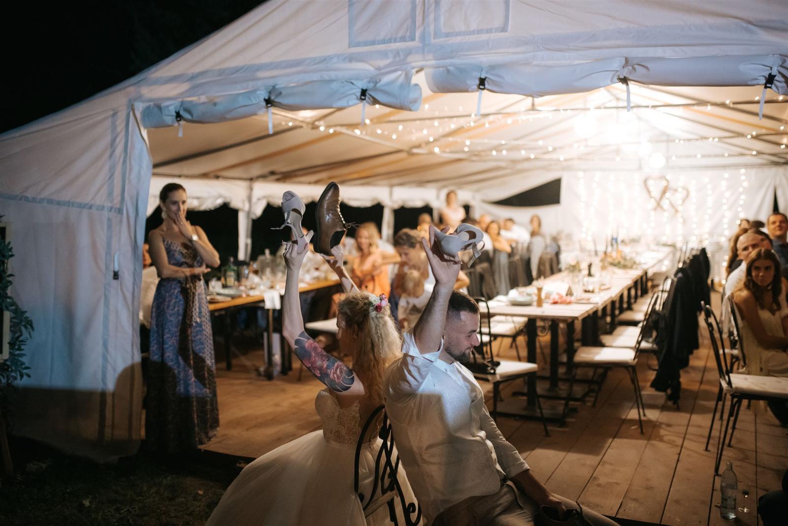 Krásna a romantická svadobná party v záhrade reštaurácie Bistra Dukát - Le Gout v srdci B. Bystrice. - Obrázok č. 20