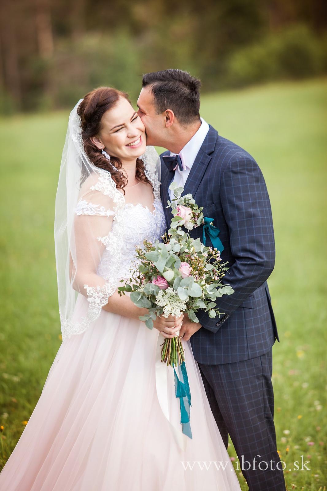 Svadba v Brezne, detaily v petrolejovej modrej - Obrázok č. 28