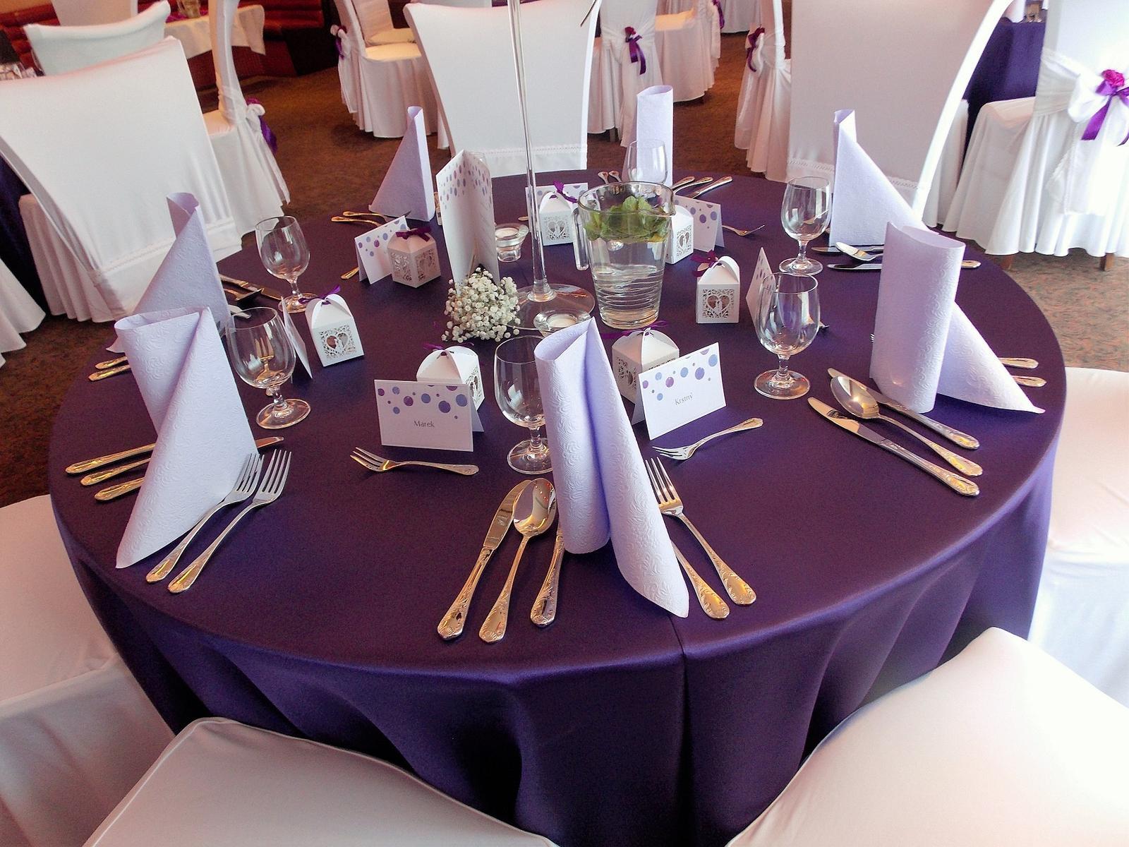 Tmavofialovy obrus na okrúhly stôl - Obrázok č. 2