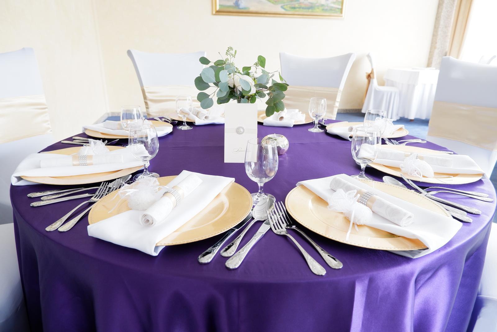 Tmavofialovy obrus na okrúhly stôl - Obrázok č. 1