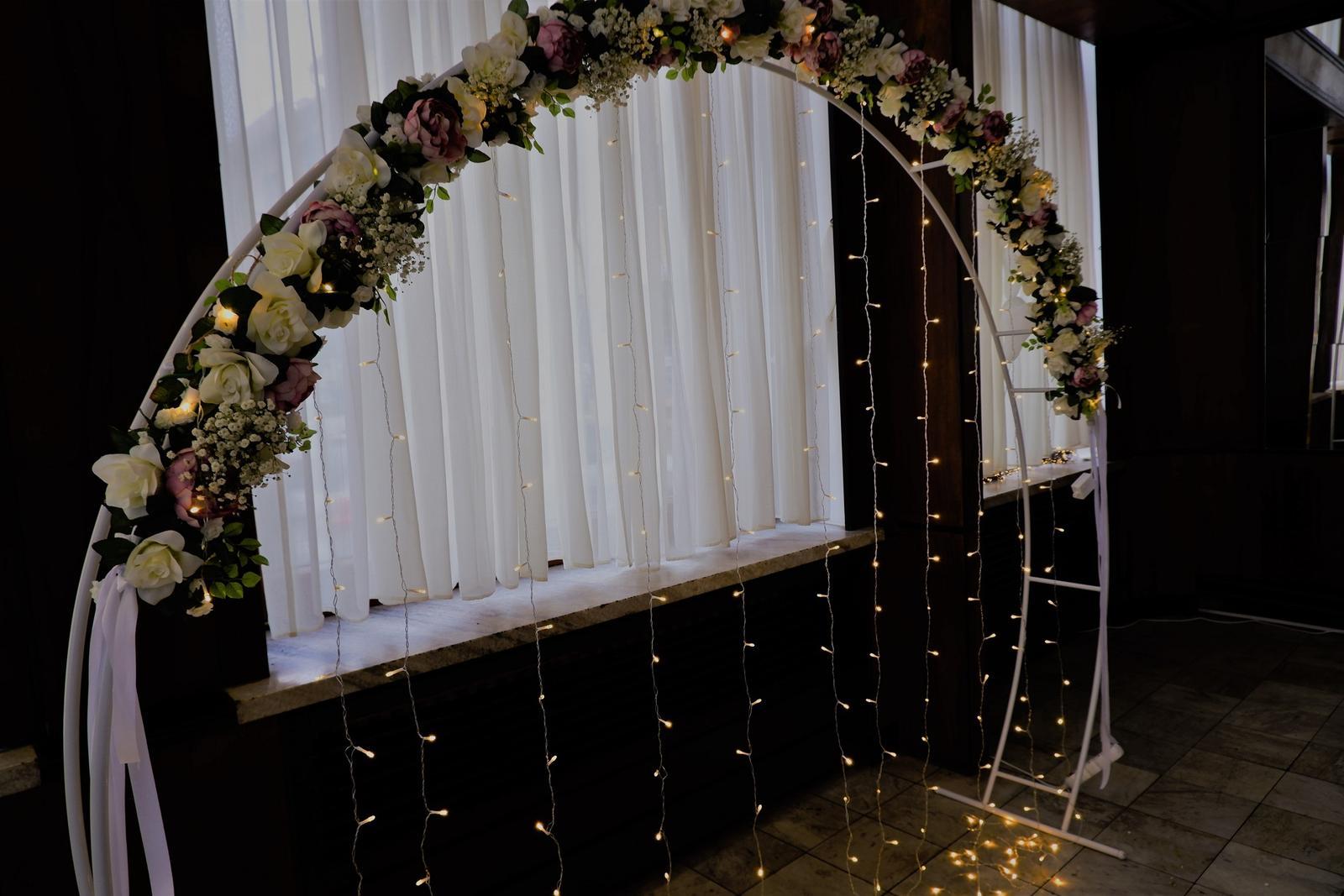 oblúková konštrukcia na svetielka alebo na kvety,  - Obrázok č. 1