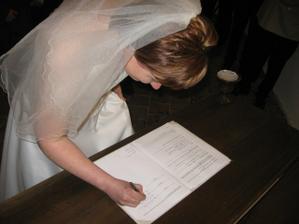 poprvé se podepisuji jako Grelová