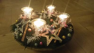 moj hand-made adventny veniec (ospravedlnujem sa za vianocnu tematiku v lete :))