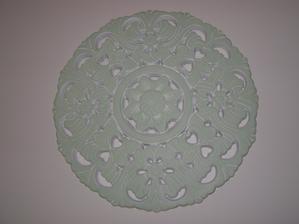 tento nastenny ornament som nakoniec premalovala valcekom na takuto zelenu farbu (hraskova)...myslim, ze takto lepsie vynikne na bielej stene