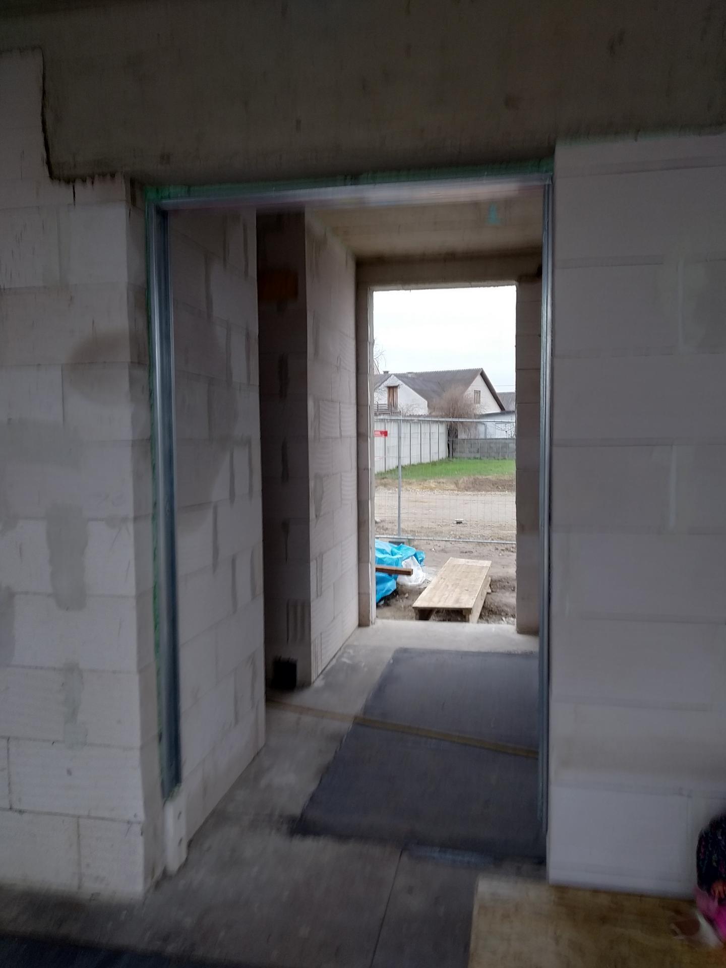 Das Haus - Hotove su aj priecky + vidiet puzdro na posuvne dvere.