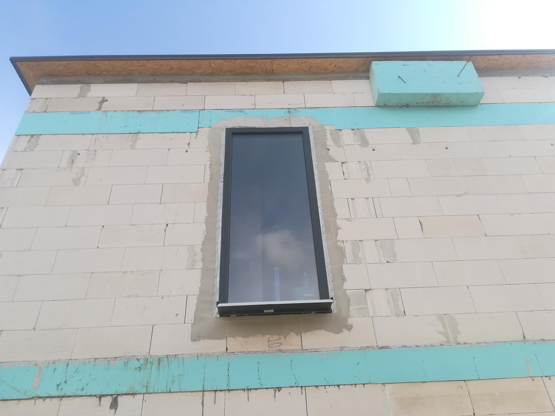 Das Haus - Okno na schodisko.