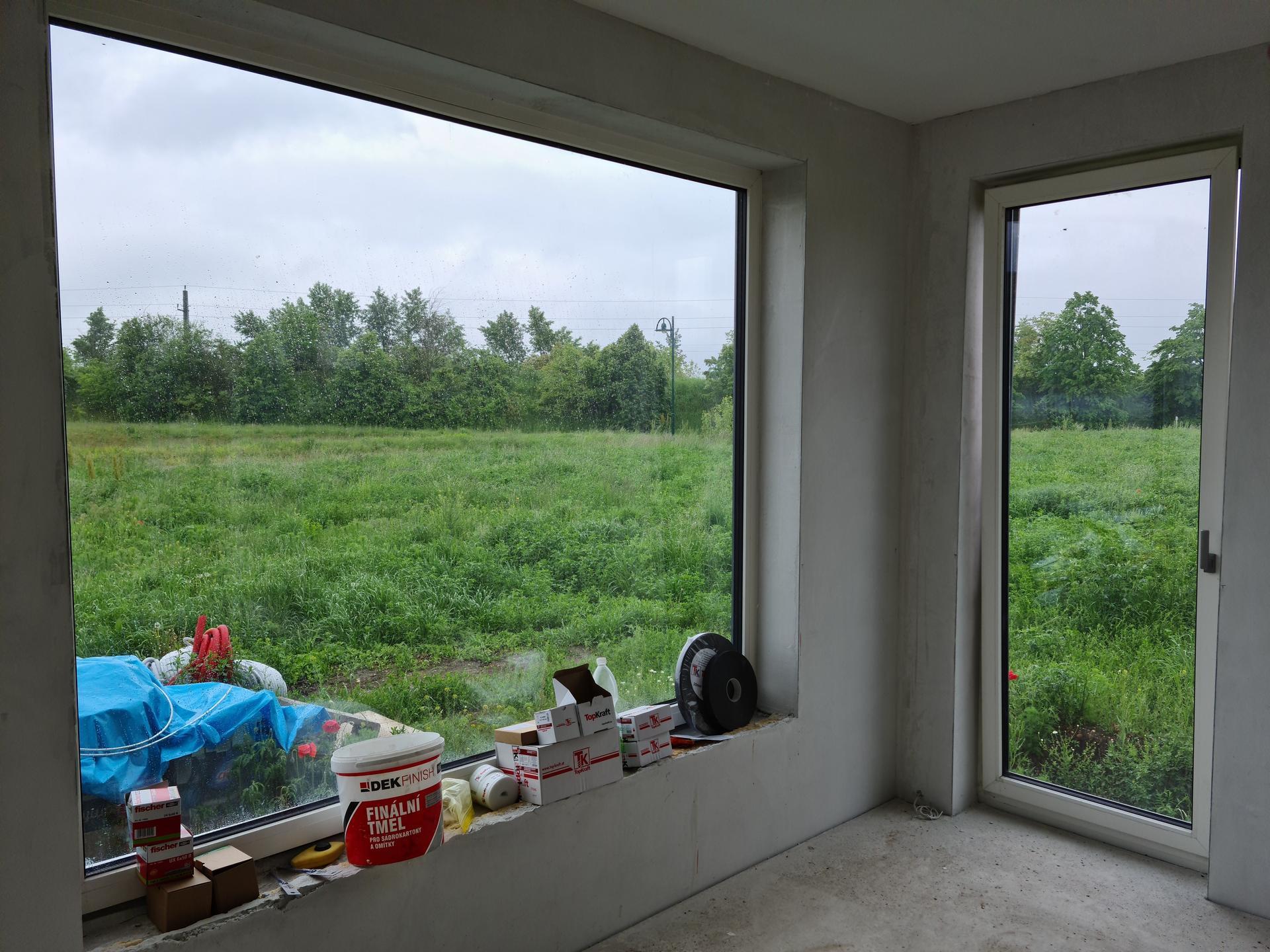 Das Haus - Paci sa mi tento vyhlad... Ale teraz sme sa dozvedeli, ze sused postavi na hranici pozemku garaz dlhu 12m. Tak mam hlavu v smutku ako to vyriesit...