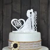 Ženích a nevesta na tortu s priezviskom ,