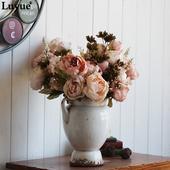 Kvety pivonky rôzne farby,