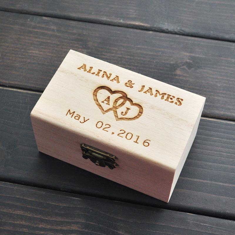 Krabička na obrúčky s menami a dátumom svadby - Obrázok č. 1
