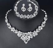Set - náušnice, náhrdelník a náramok,