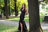 Extravagantné spoločenské šaty, 36