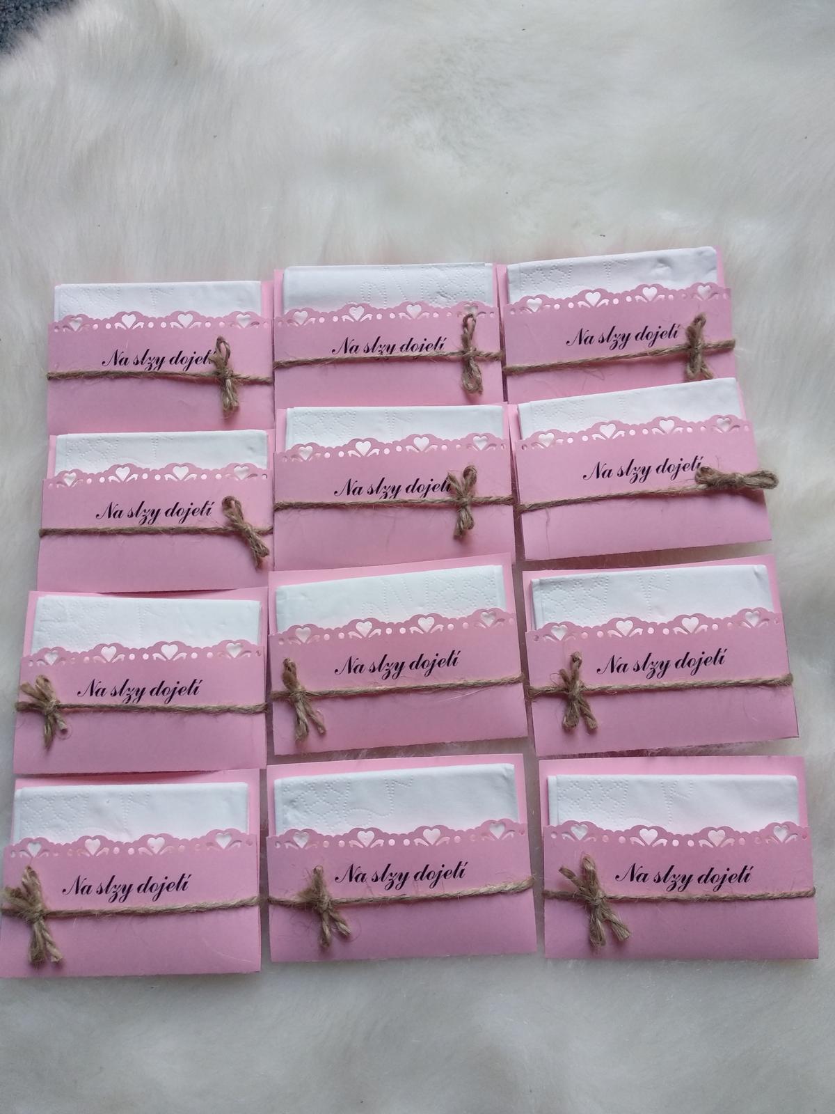 Růžové kapesníčky/kapesníky na slzy - Obrázek č. 1