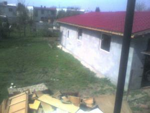 dalsi pohlad na zahradu a susedovu novu garaz