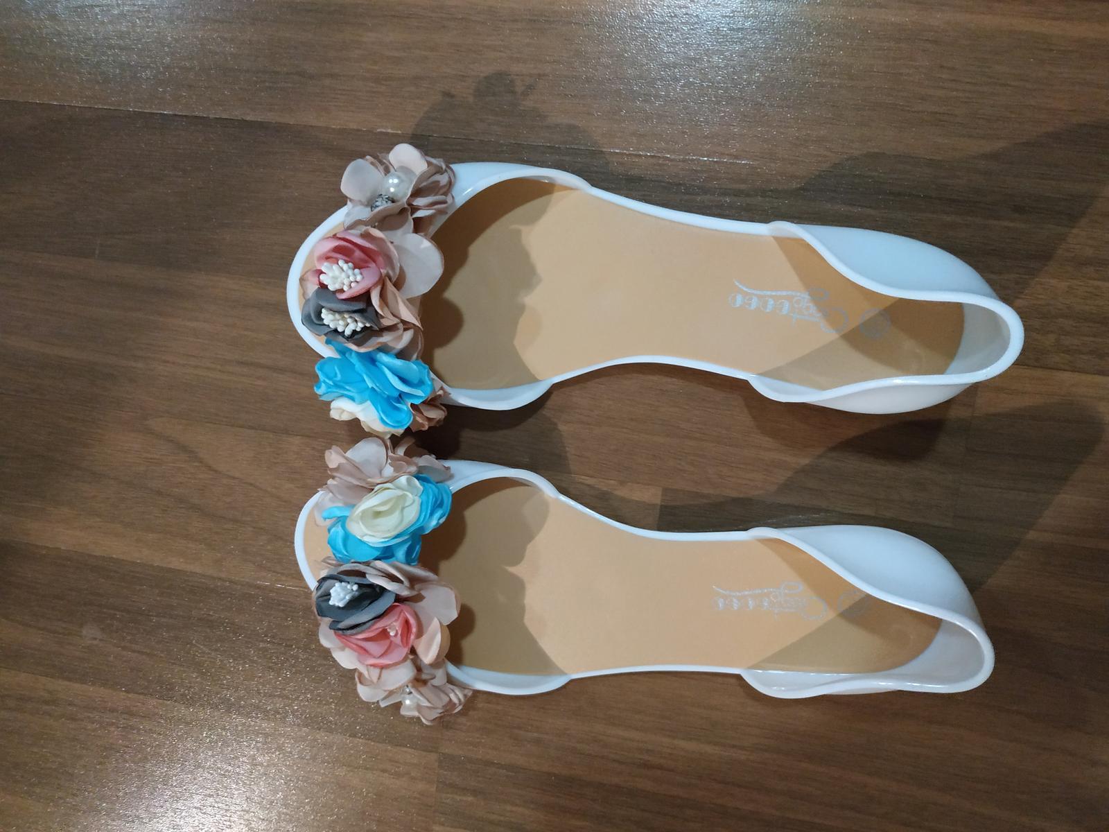 Boty s modrýma kytičkama - Obrázek č. 1