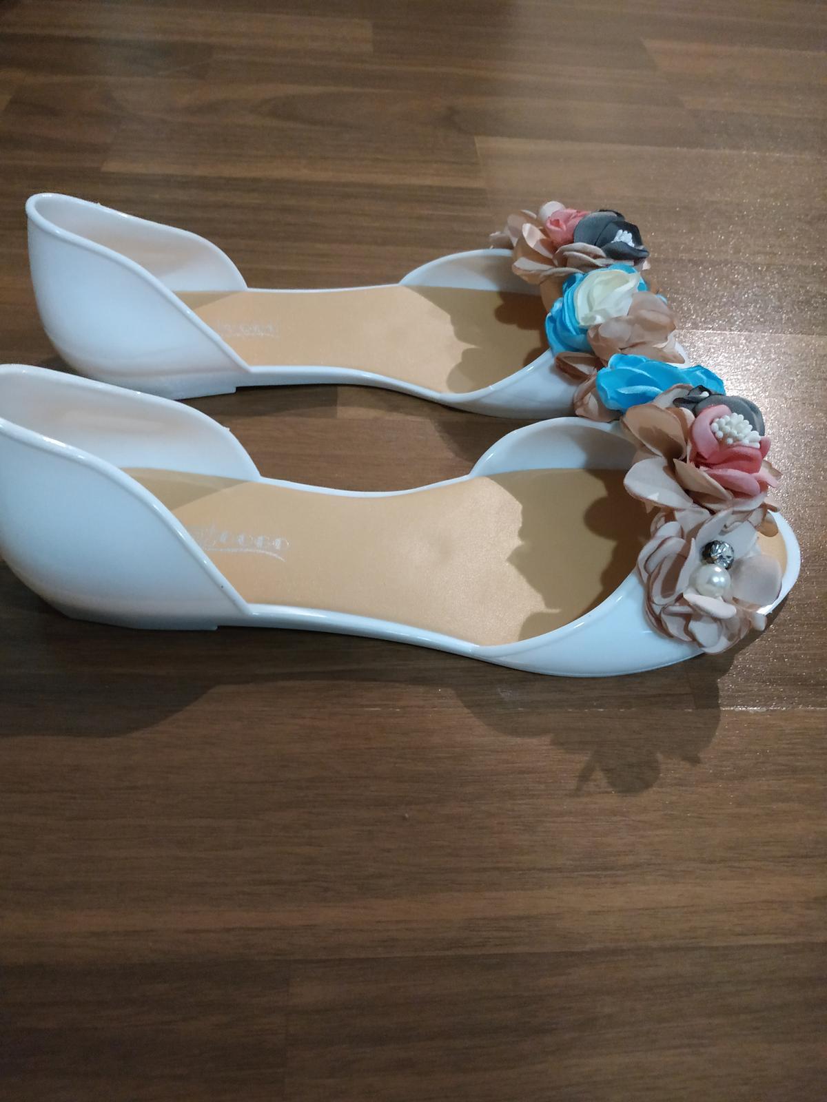 Boty s modrýma kytičkama - Obrázek č. 2