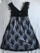 Černé slavnostní krajkové šaty s bílým podkladem , 40