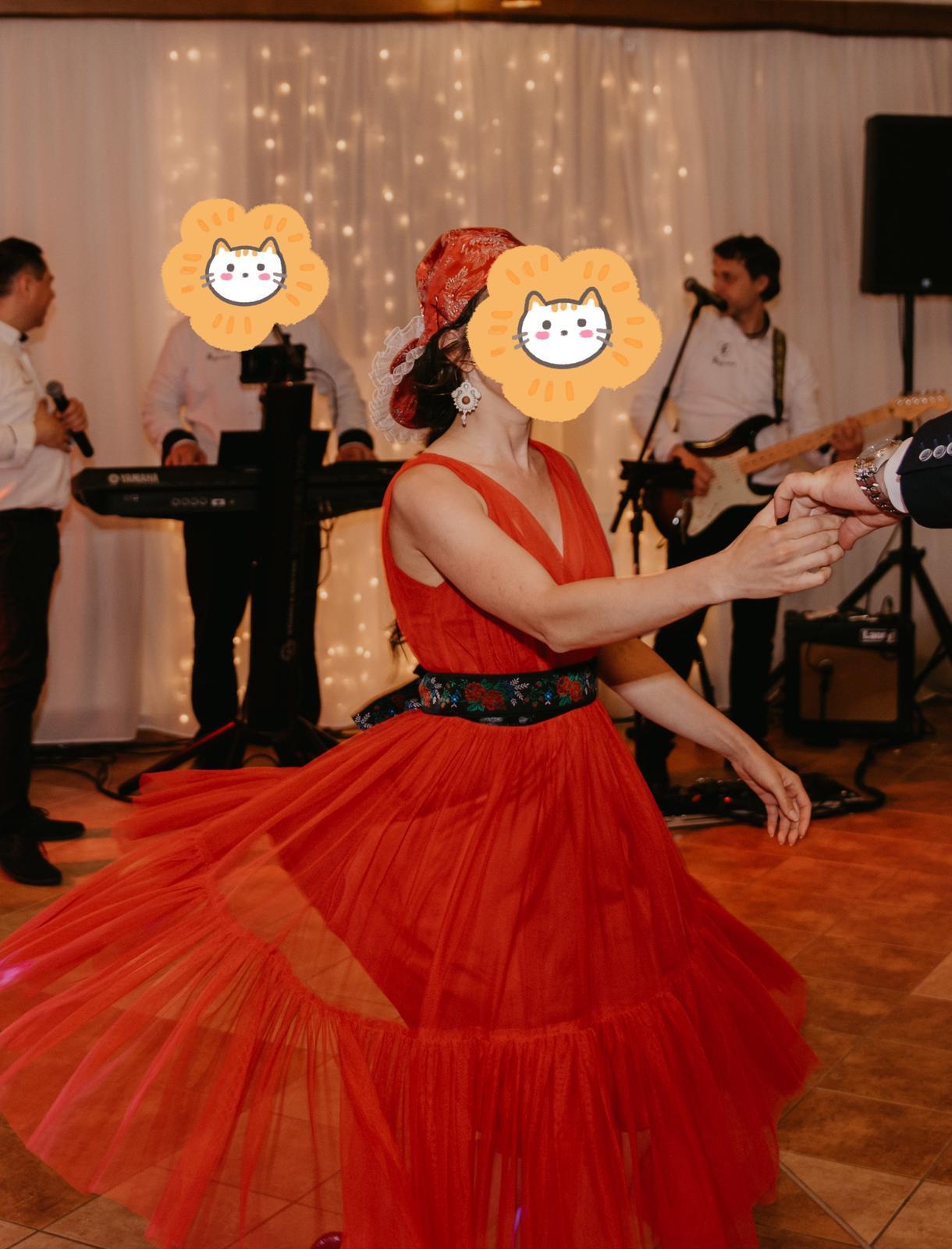 Červené midi spoločenské šaty - Obrázok č. 1