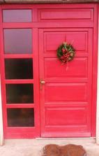 moje vytuzena cervene dvere :o)  .....