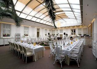 a tu budeme svadbovat...zimna zahrada Hotel Golden Royal - Košice